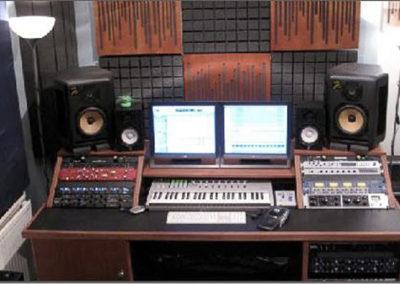 recording-studio-desk-uk-studio